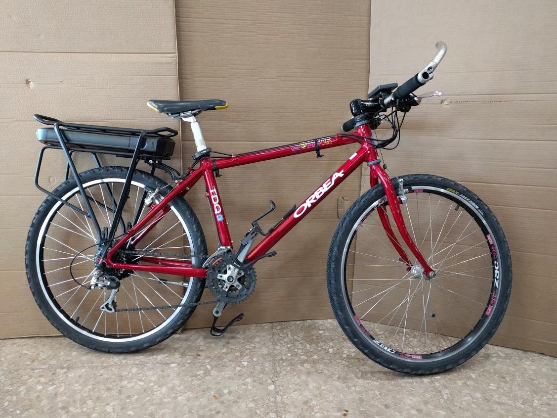 Bicicleta Mountain Bike transformada en bicicleta eléctrica
