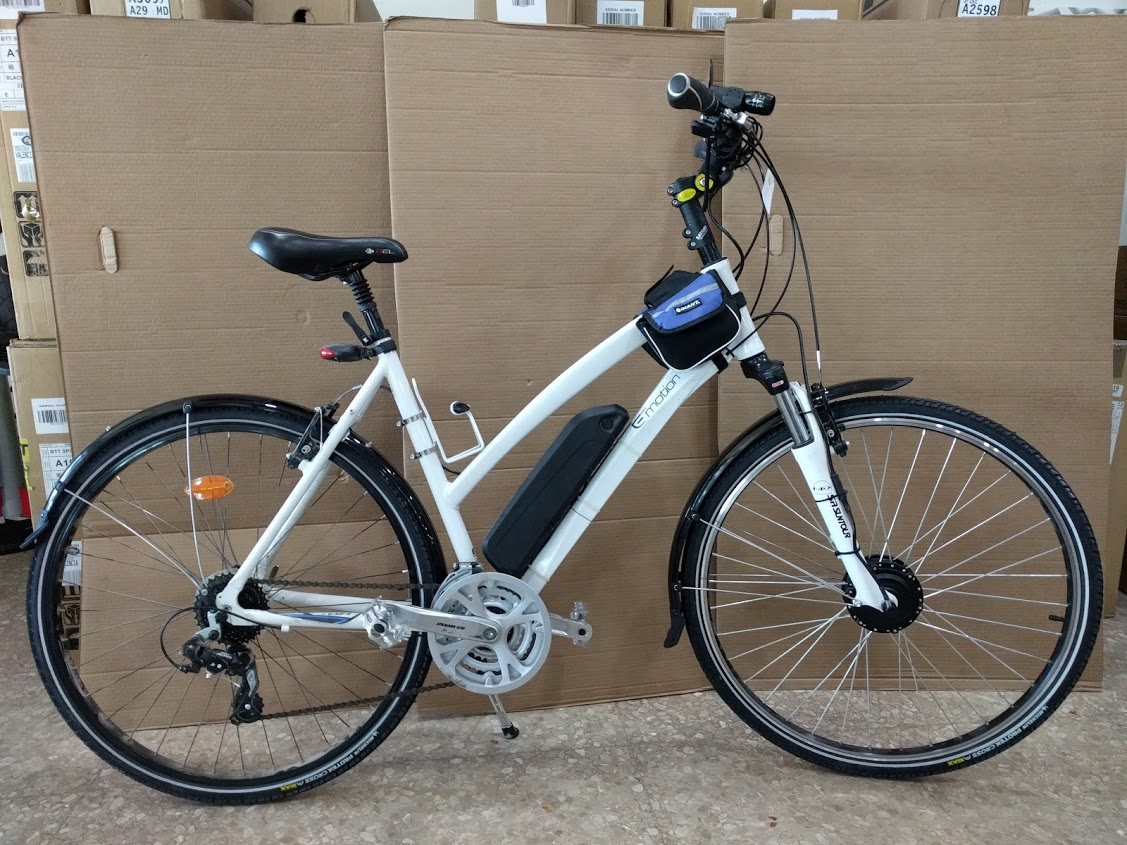 Bicicleta equipada con kit eléctrico
