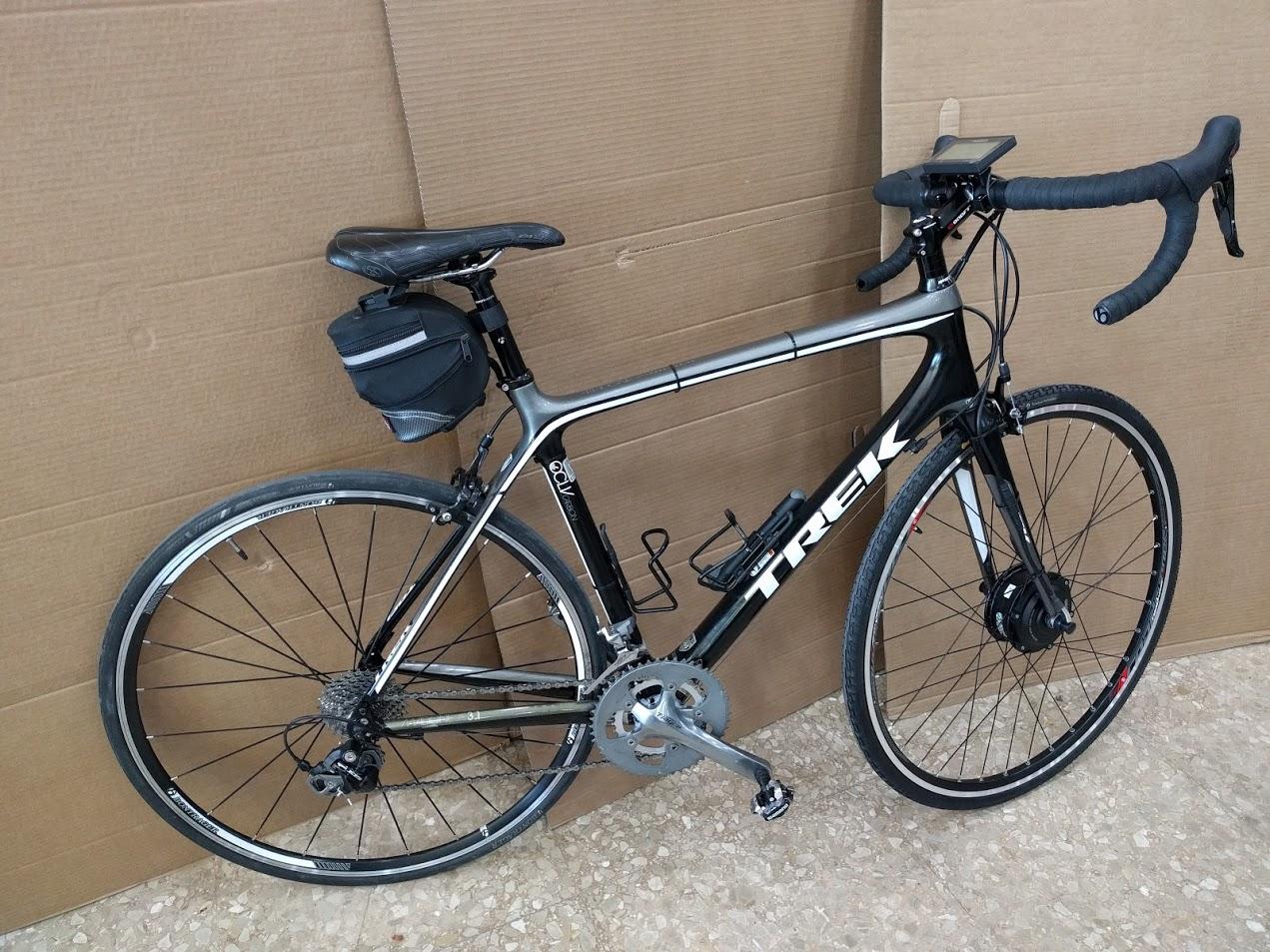 Bicicleta carretera de carbono transformada en bicicleta eléctrica