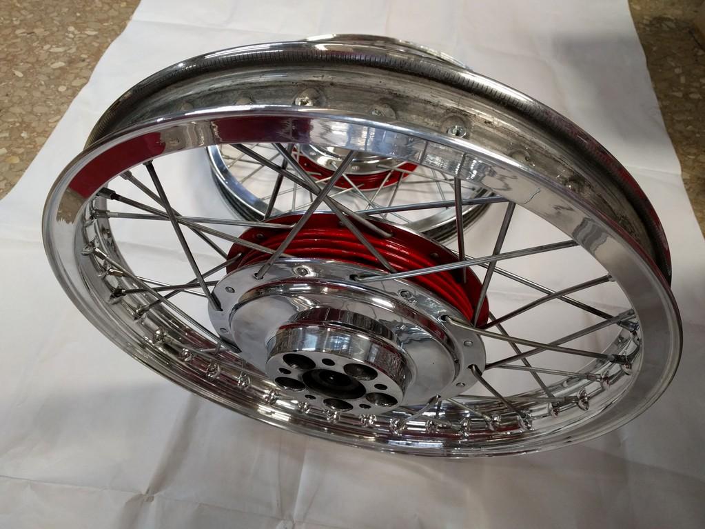 Rueda moto Bultaco enradiada