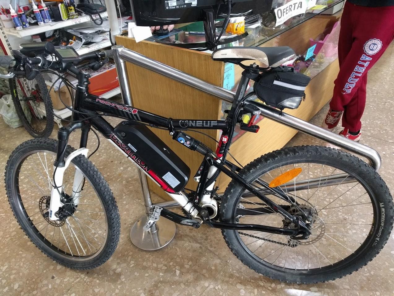 Bicicleta Decathlon transformada en bicicleta eléctrica
