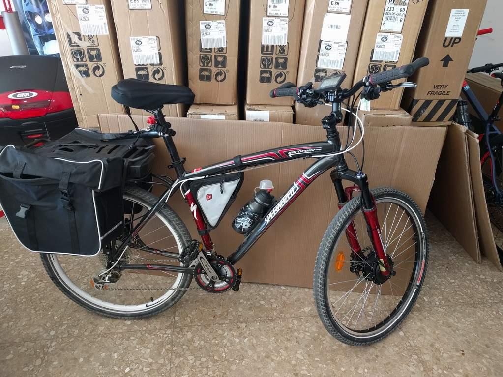 Bicicleta Specialized transformada en bicicleta eléctrica